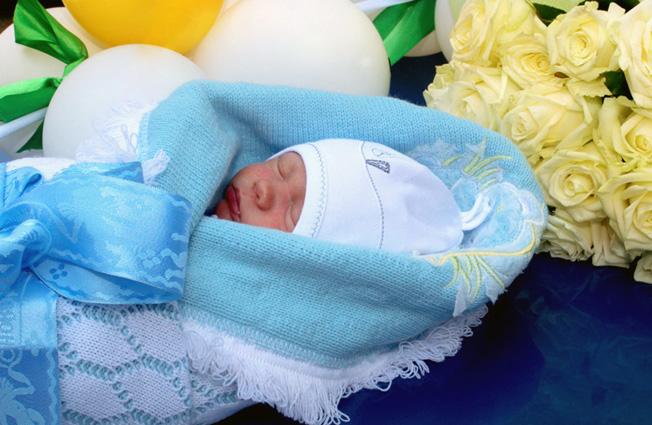 выписка новорожденного из роддома