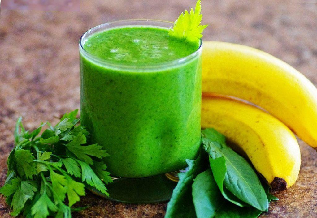 Банановый зеленый коктейль