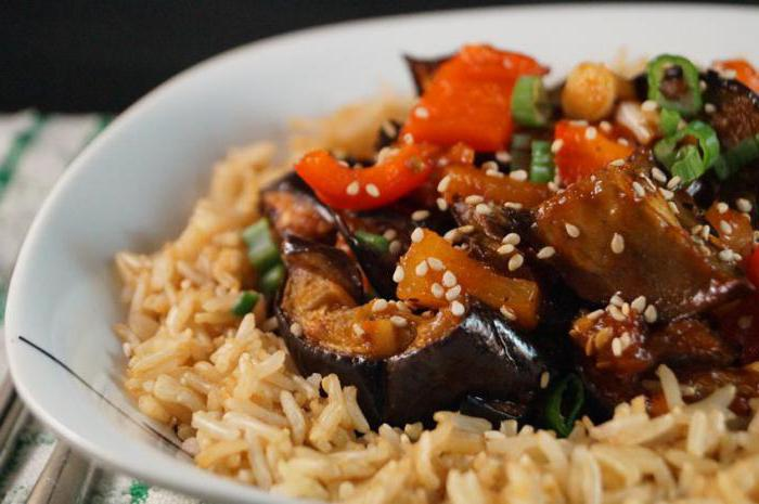 Бурый рис с баклажанами