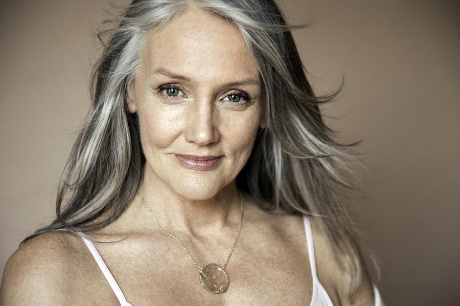 красивая женщина в возрасте