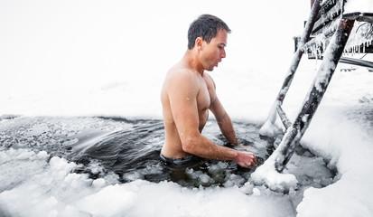Откуда появилась традиция купаться зимой в проруби