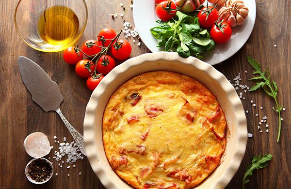 Омлет с томатами и беконом