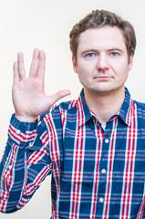 Язык тела и история возникновения популярных жестов
