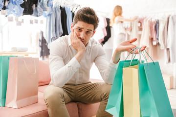 Почему мужчины так устают от шопинга