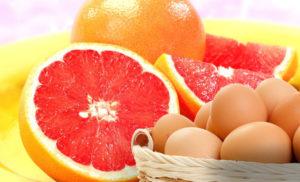 Вареные яйца и грейпфрут