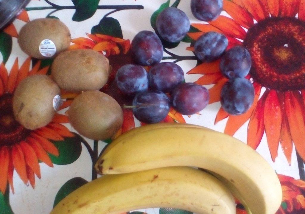 Банан и фрукты