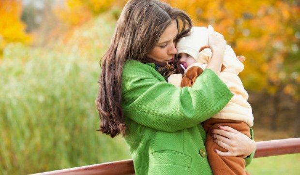 сколько гулять с грудничком осенью