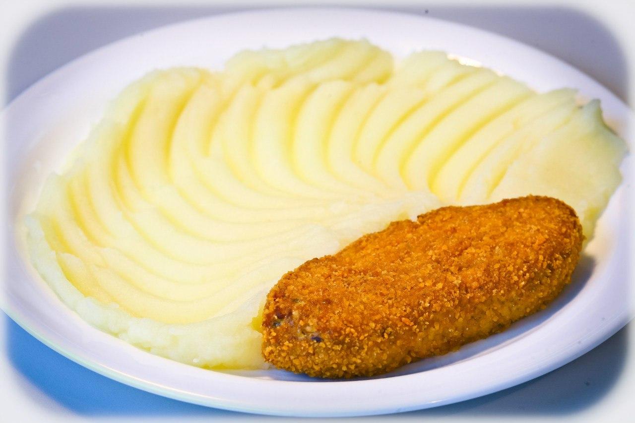 Рыбные котлеты и картофельное пюре
