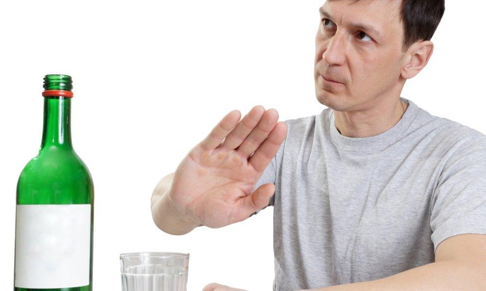 Отказаться от употребления алкоголя и сладкой газированной воды