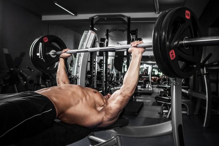 Как накачать грудные мышцы: упражнения и тренировки
