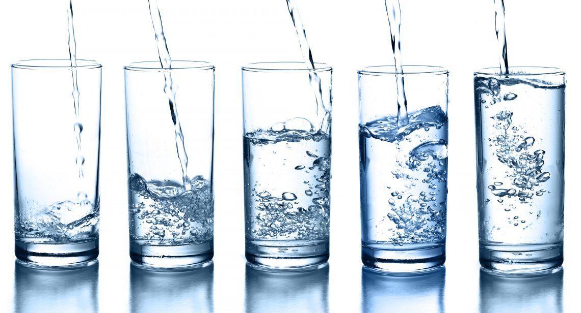 Употреблять в течение суток более полтора литров воды