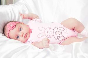 выделения у новорожденной девочки
