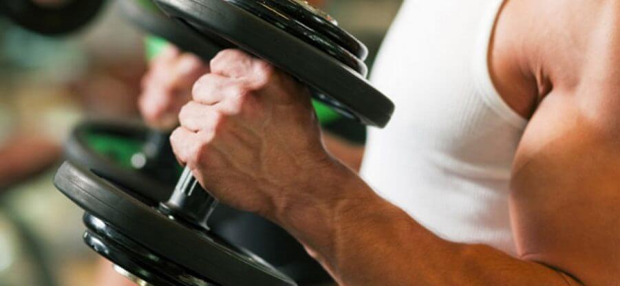 «Молот» с гантелями – идеальное упражнение для накачки бицепса