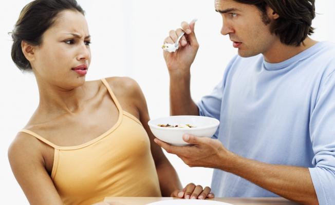 Подавляет чувство голода и снижает аппетит