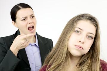 Что делать, если чужая девушка напала на вашу возлюбленную