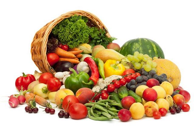 Включать в рацион свежие фрукты и овощи