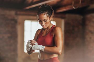 Учимся драться дома азы домашних тренировок для девушек