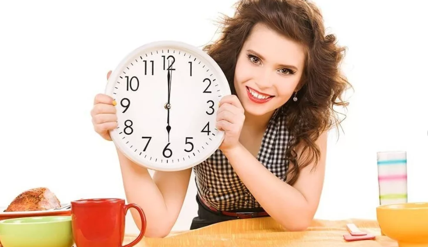 Ужинать следует не позднее, чем за 4 часа до сна