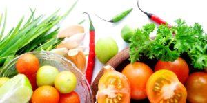 Сырые овощи и фрукты