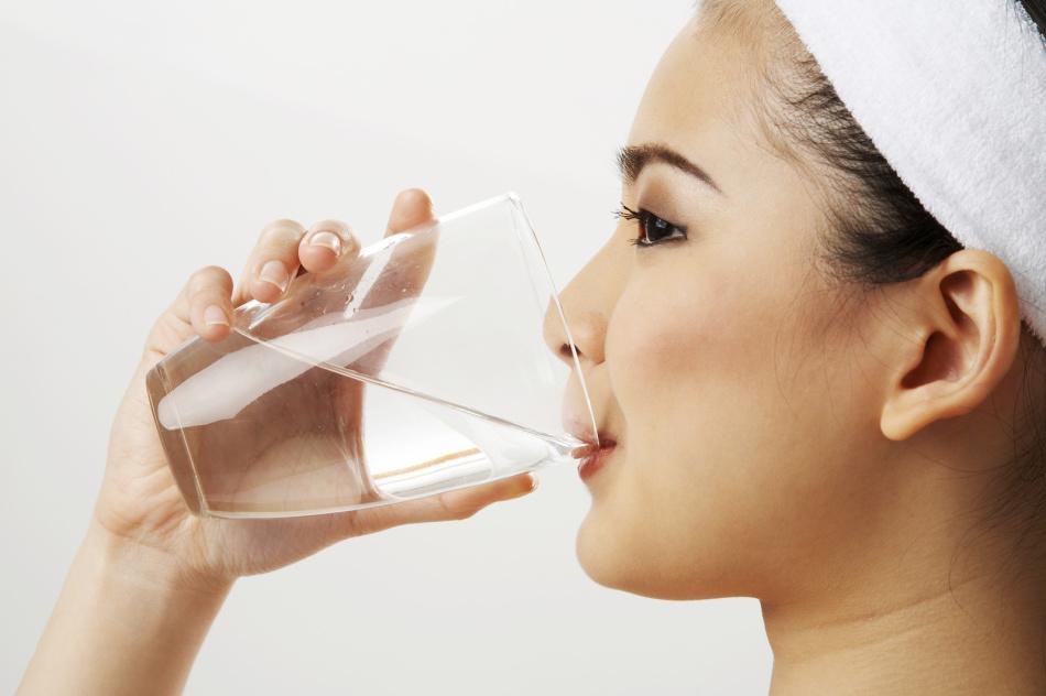 Запивают тёплой водой