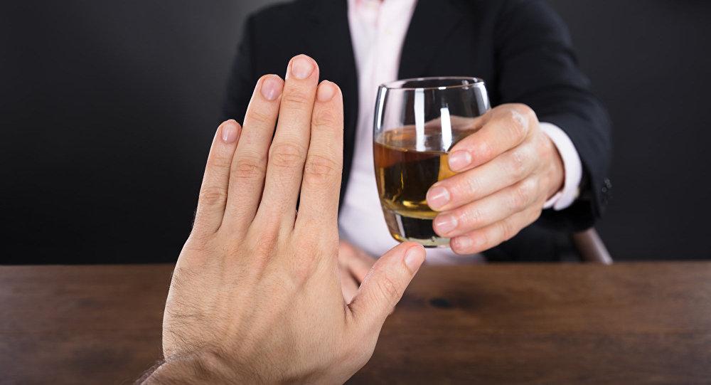 Нельзя в период лечения принимать алкогольные напитки