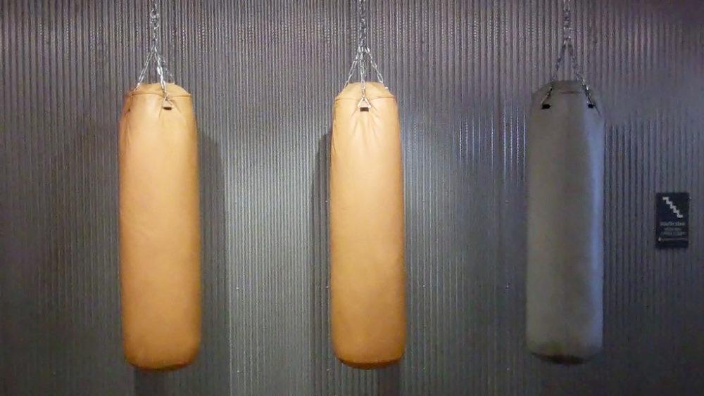 На каком мешке лучше всего учиться боксировать!