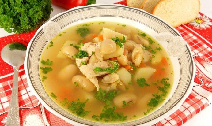 Суп из курицы и белой фасоли