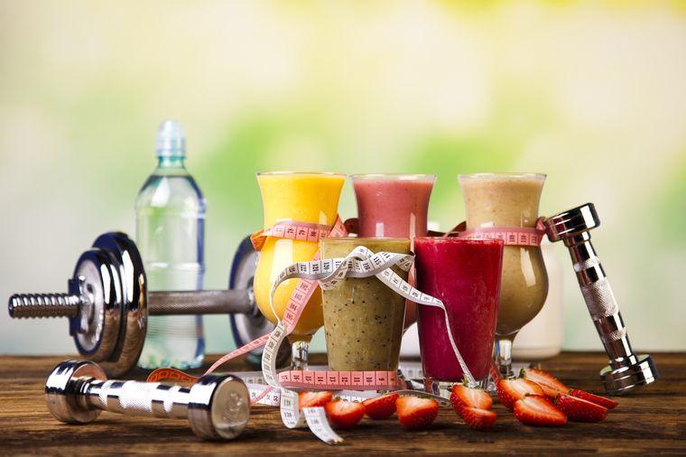 Полезные свойства и недостатки протеиновых коктейлей